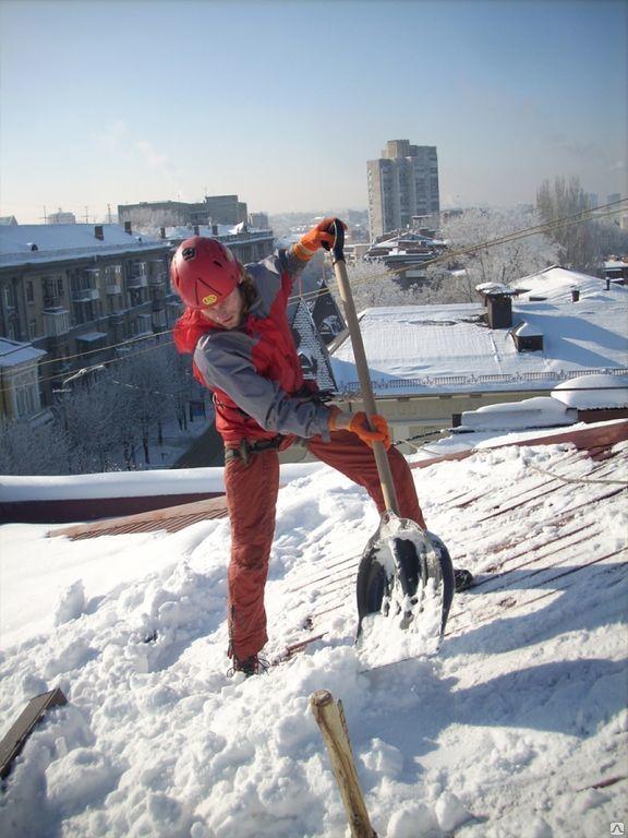 Очистка снега с крыши по фер