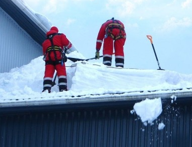 Техника для уборки снега с крыши